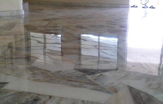 renowacja kamiennej posadzki