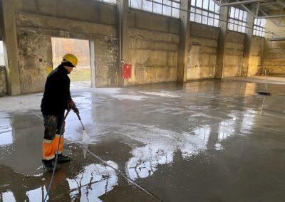 czyszczenie posadzki przemysłowej