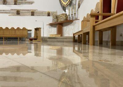 czyszczenie marmuru w kościele