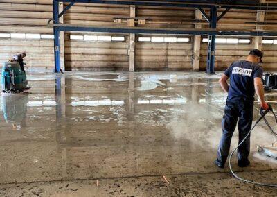 czyszczenie posadzki betonowej